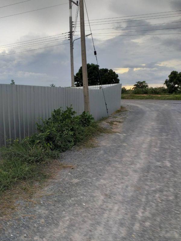 ผลงานติดตั้ง รั้วเมทัลชีท ต.บ้านสระ อ.สามชุก จ.สุพรรณบุรี - 14 ก.ค. 63