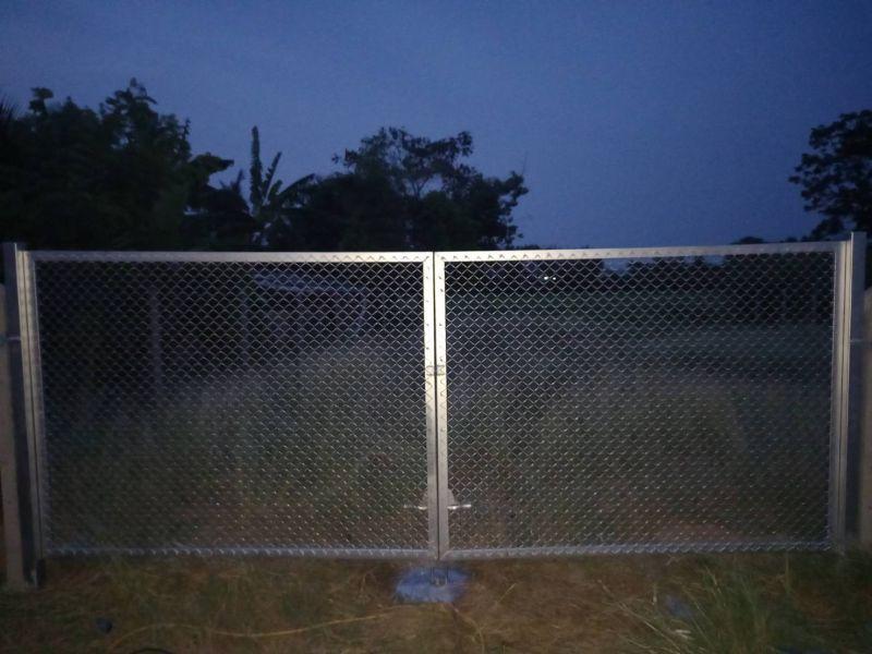 ผลงานติดตั้ง ประตูรั้วตาข่ายถัก อ.กำแพงแสน จ.นครปฐม - 26 มี.ค. 64