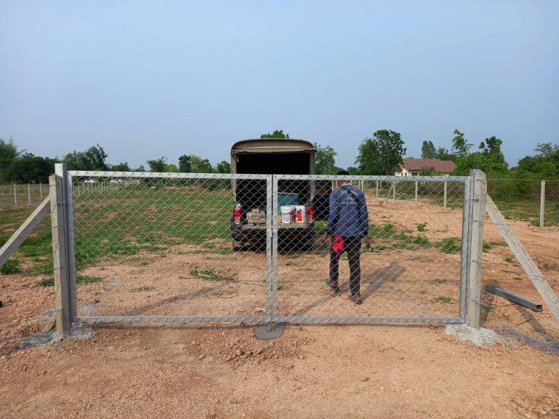 ผลงานติดตั้ง ประตูรั้วตาข่ายถัก ต.ลาดหญ้า อ.เมือง จ.กาญจนบุรี - 10 เม.ย. 64