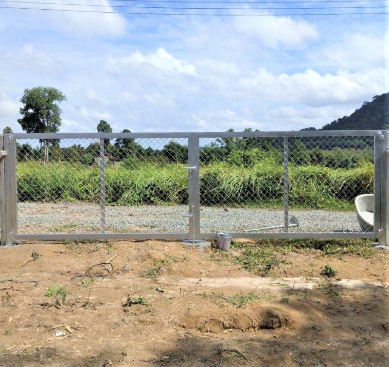 ผลงานติดตั้ง ประตูรั้วตาข่ายถัก อ.เมือง จ.จันทบุรี - 18 ก.ค. 64
