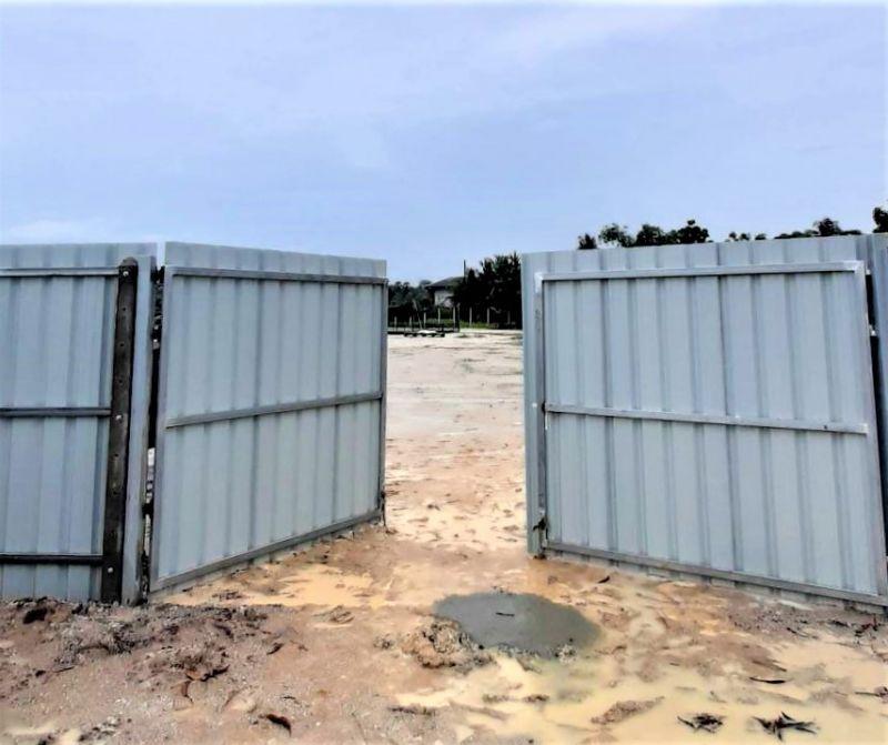 ผลงานติดตั้ง ประตูรั้วเมทัลชีท อ.พนัสนิคม จ.ชลบุรี - 26 ส.ค. 64